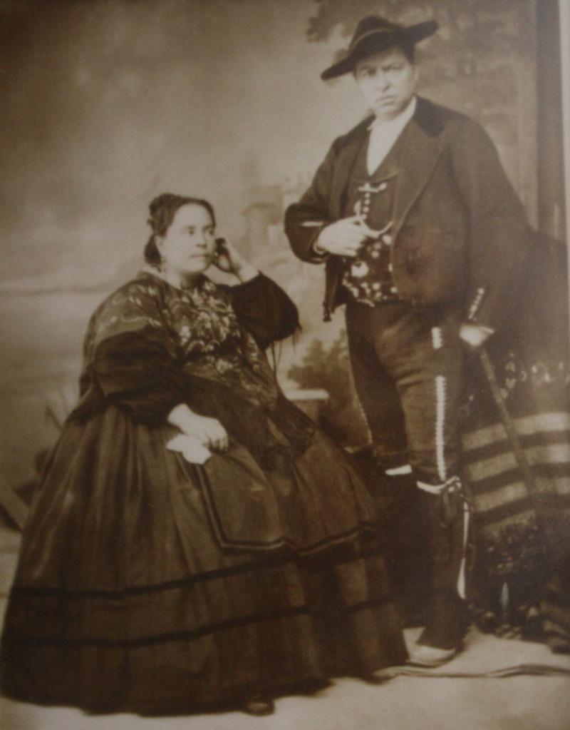 David Garrido Serrano, alcalde de Frailes, y su esposa en la boda de Alfonso XIII